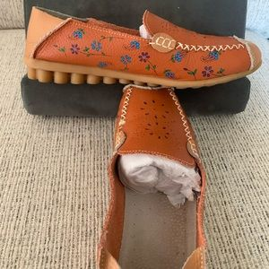 Orange/Floral Leather Flat 9.5